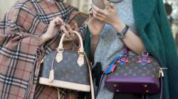 Στην Κίνα οι τσάντες Louis Vuitton είναι πλέον μόνο «για τις
