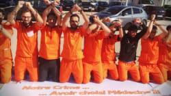 Les médecins internes et résidents en tenue de détenus de