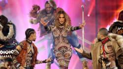 American Music Awards: Η οικοδέσποινα Jennifer Lopez άφησε τους πάντες