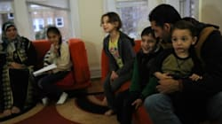L'épopée de réfugiés arrivés à Chicago, inquiets pour leurs proches en
