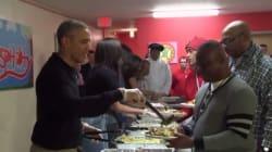 Η οικογένεια Obama άφησε τον Λευκό Οίκο και σέρβιρε φαγητό στους άστεγους για την Ημέρα των
