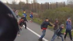 Ρατσιστικό παραλήρημα: Ούγγρος οδηγός επιχειρεί να χτυπήσει πρόσφυγες με το φορτηγό του στο