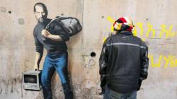 À Calais, Banksy rappelle que Steve Jobs est le fils d'un migrant