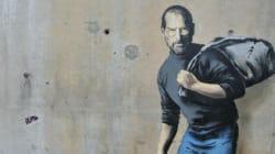 Ο Στιβ Τζομπς πρόσφυγας σε τοίχο του Καλαί για το νέο γκράφιτι του