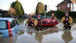 Inondations en Angleterre: Cameron annonce des renforts