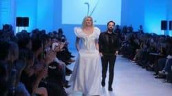 Η Ραχήλ Μακρή σε ρόλο μοντέλου: Φόρεσε λευκή τουαλέτα και ανέβηκε στην