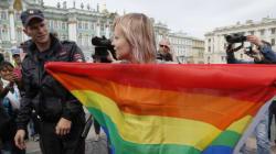 Νομοσχέδιο που θα απαγορεύει τα φιλιά και αγγίγματα μεταξύ ομοφυλοφίλων θα ψηφιστεί στη
