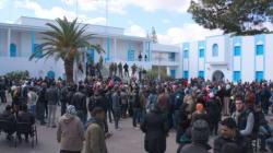 A Kasserine, les politiques attendus d'un pied (très)