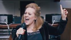 아델의 노래 한 곡을 스트리밍으로 들을 수 있다(라이브