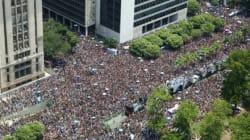 Les fêtards du carnaval de Rio, pas intimidés par le moustique du