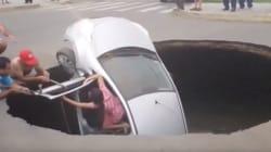 싱크홀에 떨어진 자동차에서 사람을 구한
