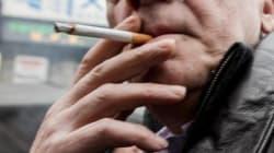 Bloomberg: Τα φτηνά τσιγάρα «καίνε» την ελληνική