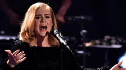 Άλλη μία πρωτιά για την Adele: Ανακηρύχτηκε η καλλιτέχνις με τις περισσότερες πωλήσεις δίσκων για το