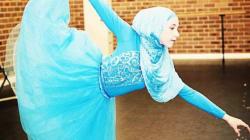 En hijab et tutu, une ballerine pleine