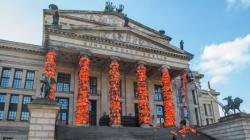 14.000 σωσίβια από τη Λέσβο στην καρδιά του Βερολίνου. Ένα ηχηρό μήνυμα προς την