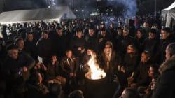 Εκατοντάδες διαδηλωτές ζητούν την παραίτηση της κυβέρνησης της