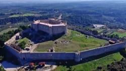 Καστέλ Τορνέζε ή Χλεμούτσι: Μοναδικές εικόνες από ένα από τα σημαντικότερα μεσαιωνικά κάστρα της