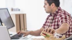 Τρεις λόγοι για να σταματήσετε να τρώτε μπροστά από τον υπολογιστή σας στην