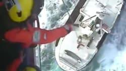 Η επικίνδυνη διάσωση τριών ψαράδων από φλεγόμενη βάρκα σε άσχημες καιρικές