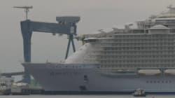 Regardez le plus gros paquebot du monde prendre son premier