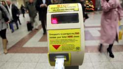Βανδαλισμοί στον σταθμό του μετρό στο Μοναστηράκι - Μολότοφ κατά διμοιρίας των ΜΑΤ στα γραφεία του