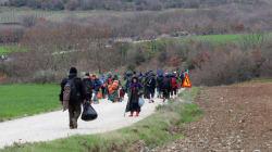 Έρευνες για να βρεθεί ποιοι μοίρασαν τα φυλλάδια στους πρόσφυγες στην