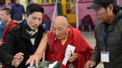 Θιβέτ: Οι εξόριστοι Θιβετανοί εκλέγουν τον επικεφαλής της κυβέρνησής τους προσπαθώντας να συντηρήσουν τον αγώνα τους για αυτο...