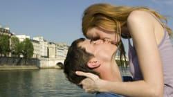 Αυτός είναι ο λόγος που κλείνουμε τα μάτια μας όταν φιλιόμαστε (σύμφωνα με την