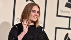 Η Adele αποκαλεί την πίεση που βιώνουν οι μητέρες για να θηλάσουν