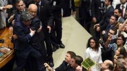 Brésil: les députés ouvrent la voie de la destitution de Dilma