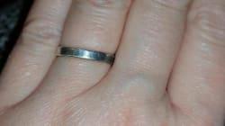 Er machte ihr mit einem 6-Dollar -Ring einen Antrag - so reagierte seine
