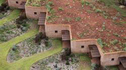 40 απίστευτα έργα χωμάτινης αρχιτεκτονικής ανά τον κόσμο μας δείχνουν το (γήινο)