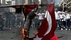 Πορείες μνήμης για τη Γενοκτονία των Αρμενίων σε Αθήνα και Θεσσαλονίκη. Έκαψαν συμβολικά την τουρκική