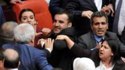 Τουρκία: Ξύλο μεταξύ βουλευτών του κυβερνώντος και του κουρδικού