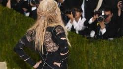마돈나가 엉덩이가 드러난 멧 갈라 의상이 왜 불편했는지