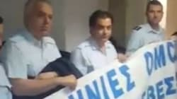 Κατάληψη αστυνομικών στα γραφεία του ΣΥΡΙΖΑ στην