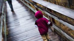 Η ιστορία του 3χρονου αγοριού που η μητέρα του το έδεσε και το εγκατέλειψε σε