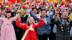 Pyongyang : consacré à la tête du régime, Kim Jong Un préside un défilé