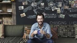 «Μπορείς να μάθεις πολλά από τους επικριτές σου»: Ο ιδρυτής της TOMS μιλά για την αρνητική κριτική και την κοινωνική