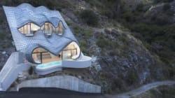 Une maison incroyable incrustée dans la