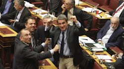 Καρέ - καρέ οι πανηγυρισμοί Λοβέρδου και Δημήτρη Καμμένου για το τρίποντο Σπανούλη ενώ ψήφιζαν το
