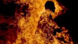 Un homme tente de s'immoler par le feu à
