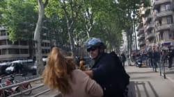 Τουλούζη: Αστυνομικός πιάνει διαδηλώτρια από τον λαιμό και τη ρίχνει με δύναμη στο