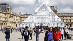 Πώς ο Γάλλος καλλιτέχνης JR εξαφάνισε τη γυάλινη πυραμίδα του