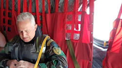Ο 59χρονος αρχηγός ΓΕΕΘΑ κάνει άλμα από Σινούκ και κατάδυση μαζί με