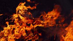 Έγκλημα στη Βουλιαγμένη: Περιέλουσαν το πρόσωπο του θύματος με βενζίνη και το έκαψαν για να μην