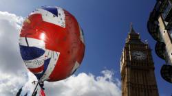 Οριακό προβάδισμα υπέρ της παραμονής της Βρετανίας στην ΕΕ δίνουν οι τελευταίες