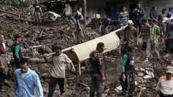 Δεκάδες νεκροί και αγνοούμενοι στην Ινδονησία από τις πλημμύρες και τις