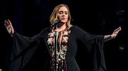 Η Adele ξεπέρασε τους φόβους της και έδωσε στο Glastonbury τη συναυλία της ζωής