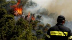 Σε εξέλιξη η φωτιά στα Δερβενοχώρια - Δεν απειλούνται